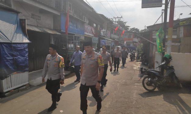 Kapolres Metro Jakbar, Serahkan 3 Ekor Kambing