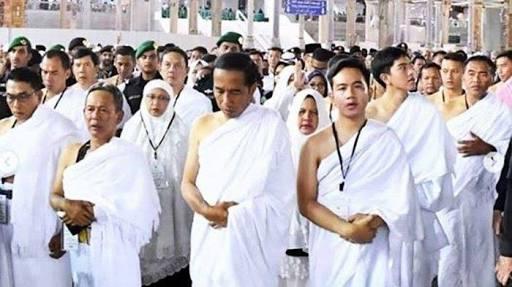 Jokowi Ajak Guru Ngajinya Ibadah Umrah