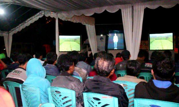 Beberkan Capaian Kinerja, Jokowi Sapa Warga Kuningan Lewat Video Hologram